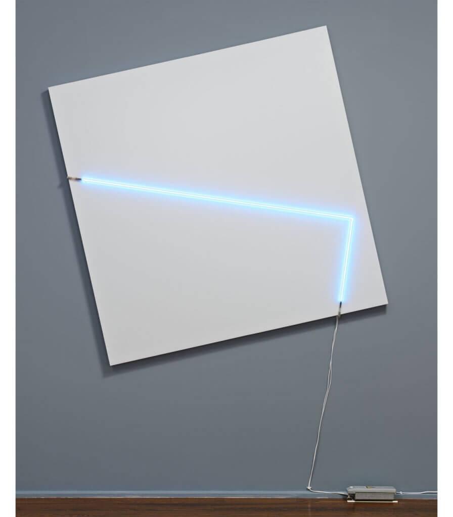 Un tableau 78°-12° et un angle droit en néon + fil électrique 8°-98° (A canvas 78°-12° and a right angle neon + electric wire 8°-98°)